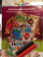 ecco il regalino: stickers, matitine colorate e un album da colorare