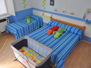 Camera con lettino da campeggio. I materassi sono alti 12 cm!